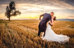 Hochzeitsfotograf: Gone with the Wind - Sonnenuntergangsshooting - Silke & Chris Photography