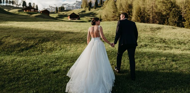 Hochzeitsfotos - Art des Shootings: Trash your Dress - Südtirol - Bozen - Peakhearts
